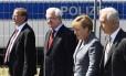 Em visita, Merkel foi vaiada por manifestantes e celebrada por refugiados