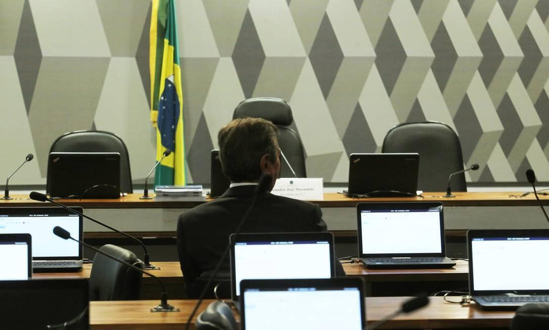 O ex-presidente e senador Fernando Collor foi o primeiro a chegar na Comissão de Constituição e Justiça do Senado Foto: Jorge William / Agência O Globo