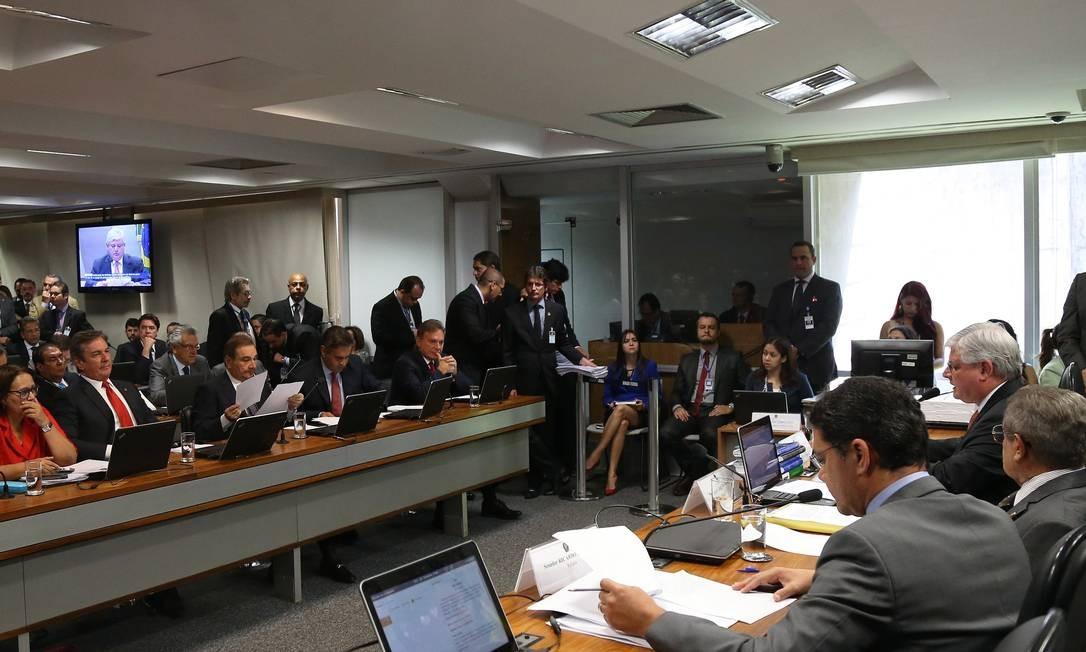 Após ser sabatinado na Comissão de Constituição e Justiça do Senado, Janot ainda vai passar por duas votações Foto: Ailton de Freitas / Agência O Globo