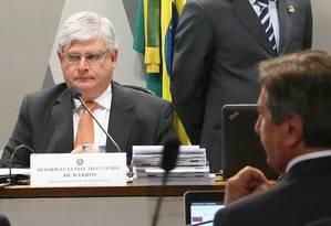 Collor questiona Janot sobre advocacia para empresa em sabatina no Congresso Foto: Ailton de Freitas / O Globo/Arquivo