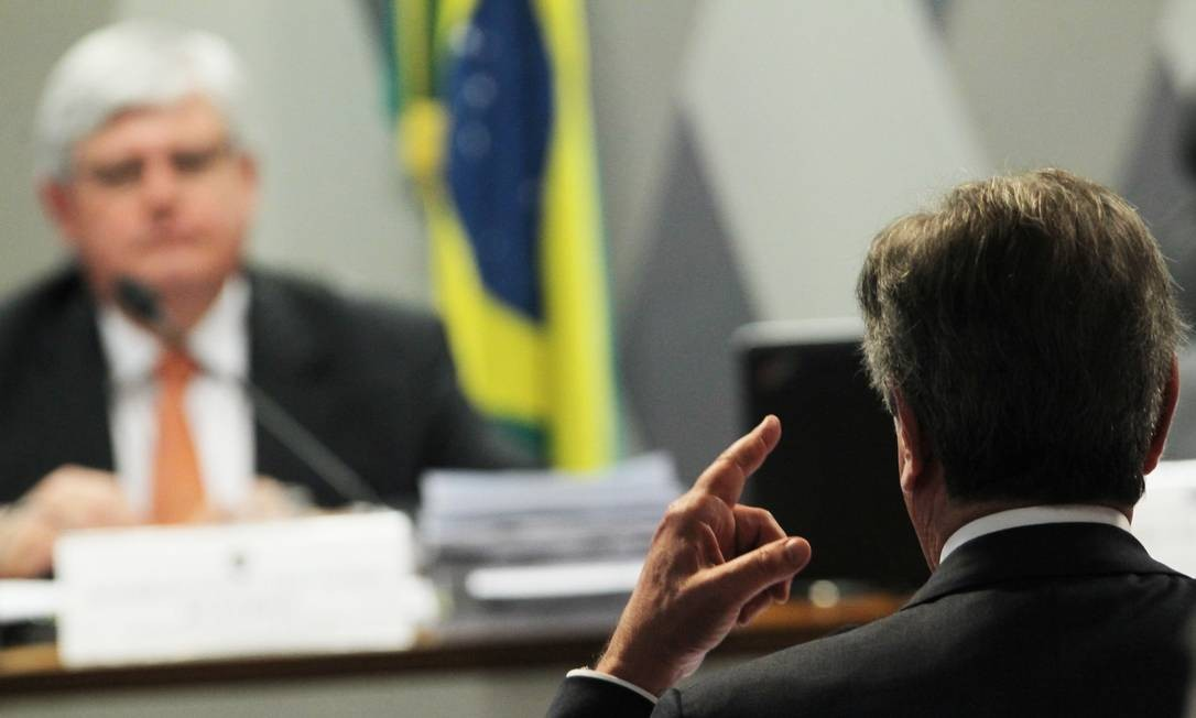 O senador Fernando Collor (PTB-AL) partiu para o confronto e acusou o procurador-geral da República, Rodrigo Janot, de ter advogado para a empresa Orteng Foto: Jorge William / Agência O Globo