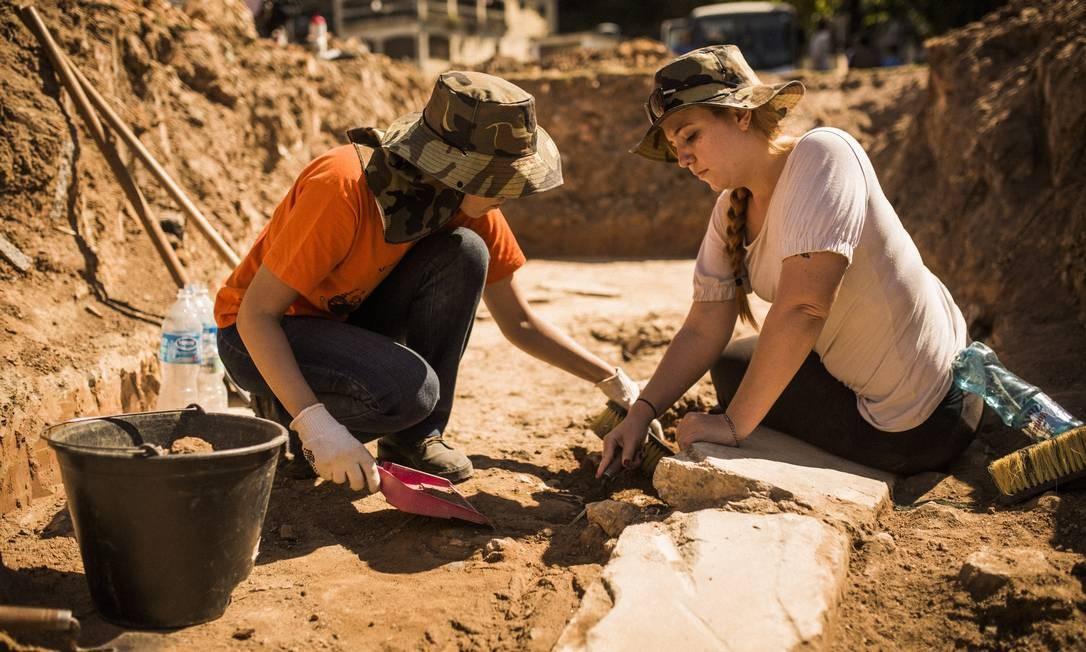 Escavações em extinto terreiro de Joãozinho da Gomeia buscam ...