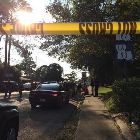 Homem esfaqueou duas pessoas e disparou contra um policial na Louisiana Foto: Reprodução Twitter
