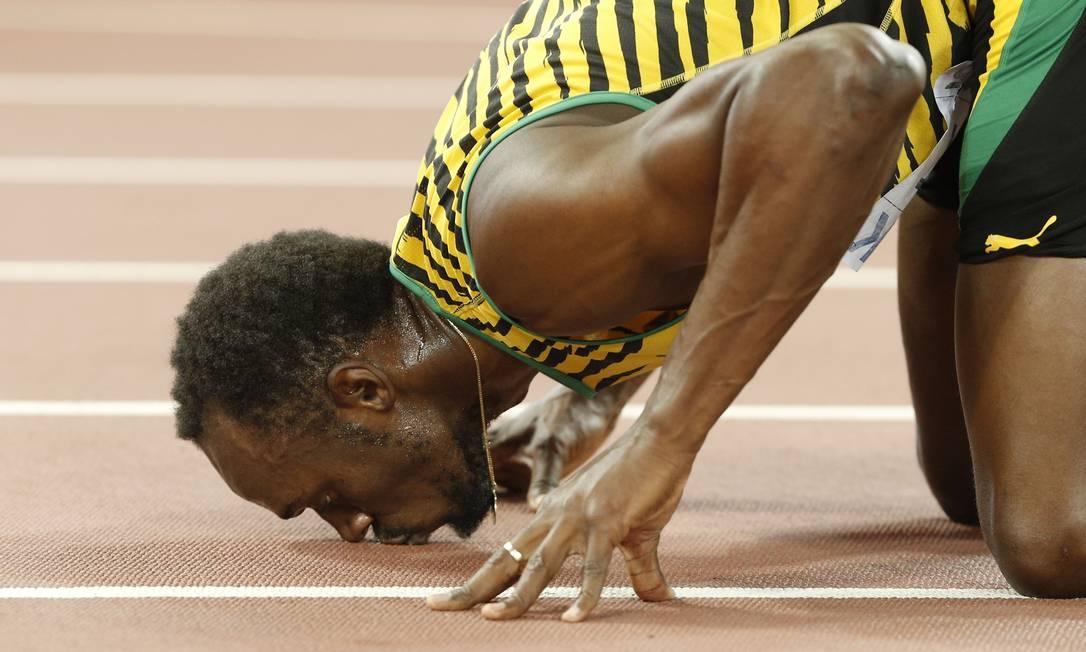 Usain Bolt bei ja pista ao vencer a prova dos 200 metros no campeonato mundial de atletismo na China ADRIAN DENNIS / AFP