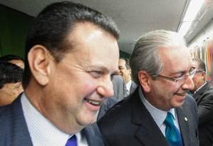 O ministro das Cidades Gilberto Kassab com Eduardo Cunha Foto: André Coelho / Agência O Globo