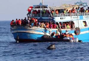 Milhares de imigrantes ilegais já tentaram neste ano a travessia perigosa entre a Líbia e a Itália na tentativa de chegar ao continente europeu Foto: - / AFP