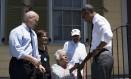 Em Nova Orleans, Obama cumprimenta moradores de área devastada pelo Katrina Foto: BRENDAN SMIALOWSKI / AFP