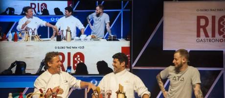 Claude Troisgros, Felipe Bronze e André Mifano cozinharam juntos pela primeira vez Foto: Adriana Lorete / O Globo