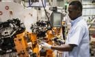 Trabalhador em fábrica da Ford em Camaçari Foto: Paulo Fridman / Bloomberg News/27-7-2015