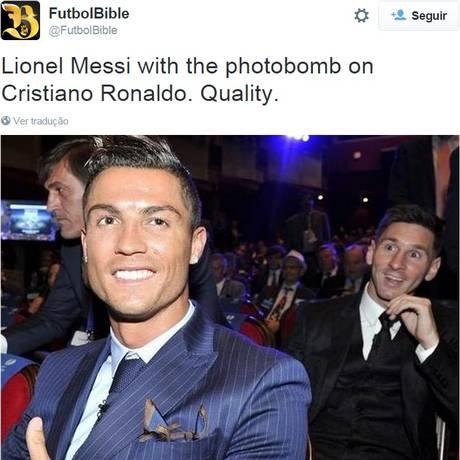Photobomb: Messi faz careta atrás de Cristiano Ronaldo Foto: Reprodução/Twitter