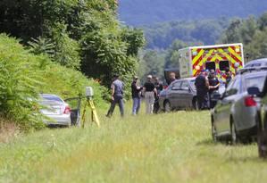 O carro de Vester Lee Flanagan é revistado pela polícia onde o atirador foi encontrado após matar dois repórteres ao vivo na TV. Foto: DAVID MANNING / REUTERS