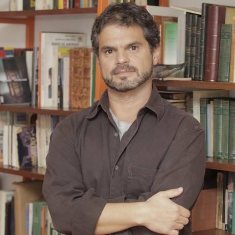 O escritor e editor Rodrigo Lacerda faz sua estreia como curador do Café Literário, parte da programação cultural do evento Foto: Eliária Andrade/27-11-2013