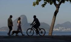 Ciclista na orla de Icaraí: Avenida Marquês do Paraná ganha ciclofaixa Foto: Guilherme Leporace / Agência O Globo