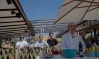 Chefs acompanharam atentos à aula de José Hugo Celidônio no espaço do Clube Sou + Rio Foto: Adriana Lorete / O Globo
