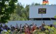 Revolta. Manifestantes anti-imigração protestam contra visita da chanceler federal a um abrigo de refugiados em Heidenau, dias após ataque xenófobo