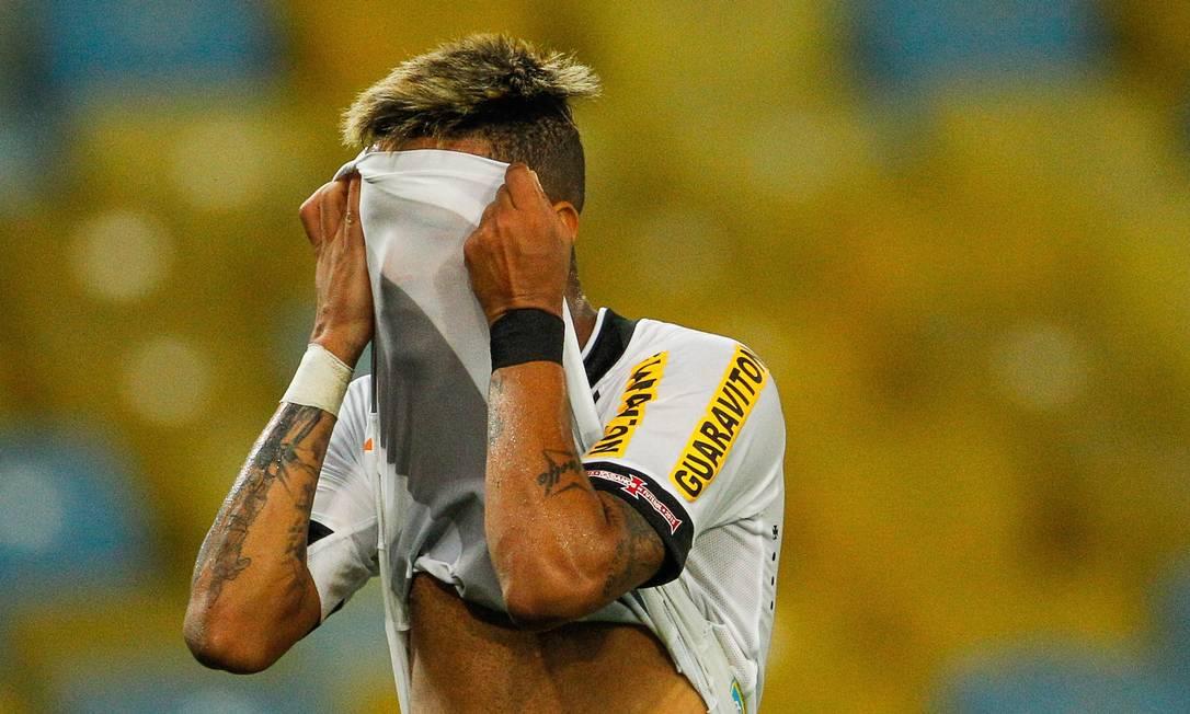 Rafael Silva lamenta uma das muitas chances perdidas pelo Vasco na derrota para o Figueirense Guilherme Leporace / Agência O Globo