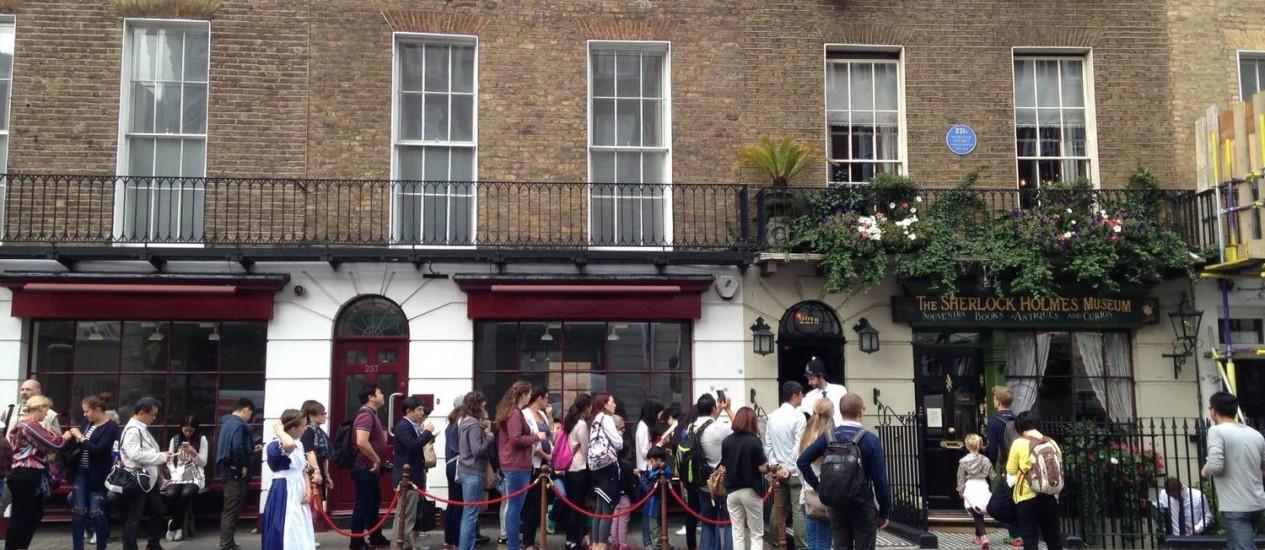 Mistério. Turistas fazem fila para ir a museu de Sherlock Holmes, em Londres: enteado do presidente do Cazaquistão seria proprietário Foto: Vivian Oswald