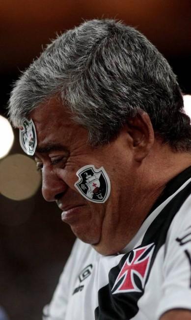 Torcedor não esconde o abatimento após nova derrota do Vasco no Brasileiro Pedro Kirilos / Agência O Globo