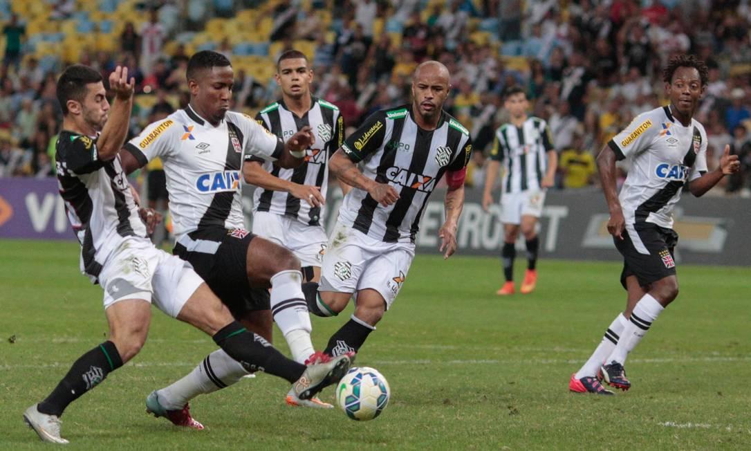 A derrota para o Figueirense foi a 14ª do Vasco no Brasileirão Pedro Kirilos / Agência O Globo