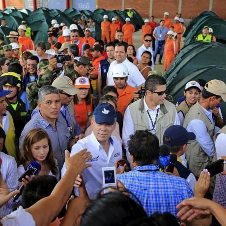 Santos visita um dos albergues em Villa del Rosario, onde estão colombianos deportados Foto: JOSE MIGUEL GOMEZ / REUTERS