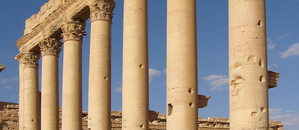 Colunas do Templo de Bel, na Síria: novo alvo do Estado Islâmico Foto: Reprodução