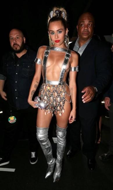 Miley Cyrus: look inusitado já era esperado por fãs Christopher Polk / AFP