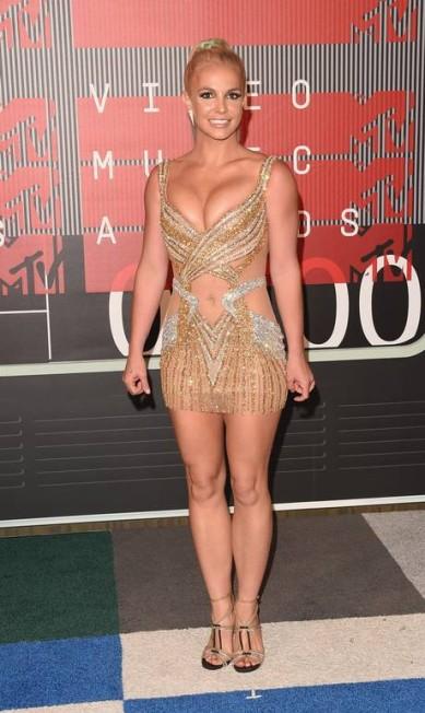 Britney Spears escolheu um microvestido cheio de recortes Jason Merritt / AFP