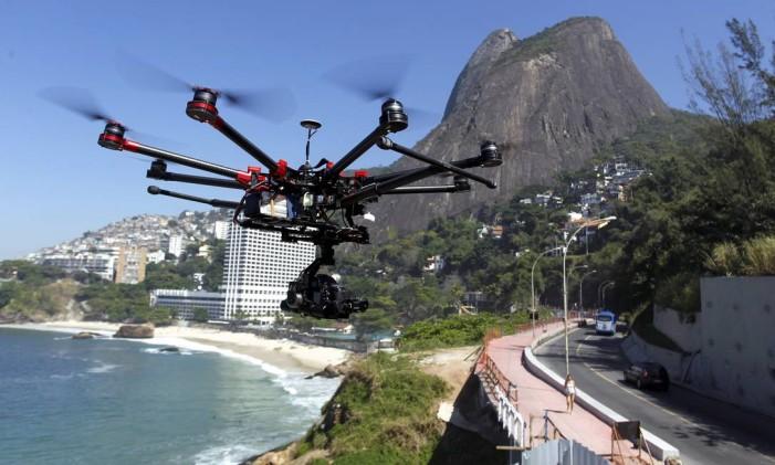 Drone faz o registro das obras na nova ciclovia na Avenida Niemeyer Foto: Gabriel de Paiva / Gabriel de Paiva / Agência O Globo