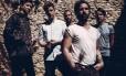 A alta voltagem emocional do vocalista Yannis Philippakis (à frente) ajudou os Foals a dar salto em novo CD