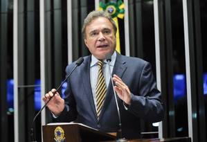 """Líder do PSDB, o senador Álvaro Dias (PR) disse que a situação econômica do país é """"surreal"""" Foto: Agência Senado"""