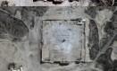 Agencia de satelites da ONU comparou imagens do templo ainda de pé (acima) e destruído (abaixo) Foto: - / AFP