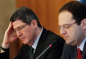 Os ministros da Fazenda, Joaquim Levy (à esq.) e do Planejamento, Nelson Barbosa, falam sobre o Orçamento 2016 Foto: ANDRE COELHO / Agência O Globo