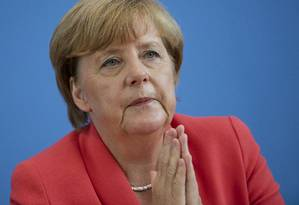 Merkel em Berlim: chanceler federal alemã tomou dianteira nas proposições de ideias contra crise migratória Foto: Gero Breloer / AP