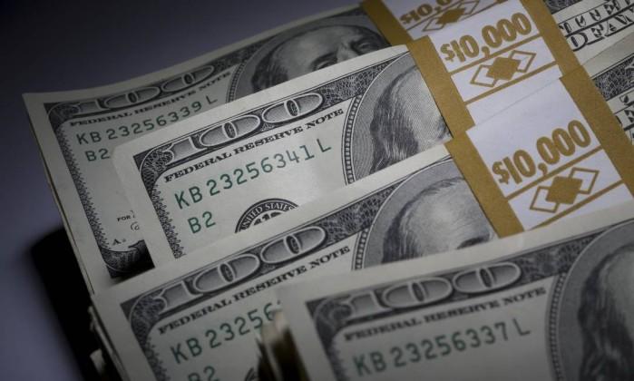 Ibovespa bate recorde e dólar registra queda após condenação de Lula
