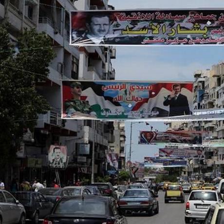 Diante de cartazes exaltando Assad, Latakia resiste aos terrores da guerra civil Foto: AFP