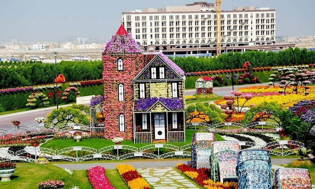 O jardim fica no Dubailand, um complexo de entretenimento no meio do caminho entre Dubai e Abu Dhabo e que tem parques temáticos, hotéis e até um autódromo Foto: Reprodução/fubiz.net