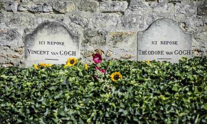 Resultado de imagem para sepultura é de Vincent Van Gogh, a outra do seu irmão mais moço, Theo.