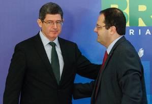 Joaquim Levy e Nelson Barbosa Foto: André Coelho/31-08-2015 / Agência O Globo