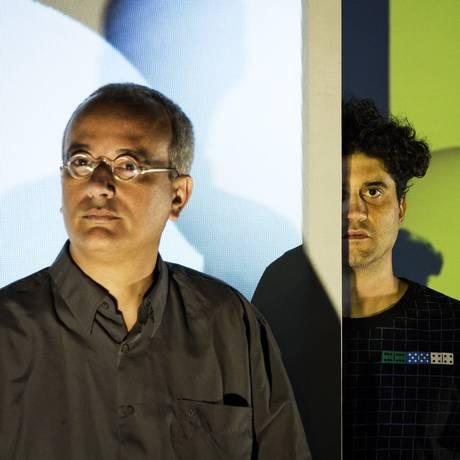 O artista visual e poeta André Vallias se une ao cantor Lira no Oi Futuro Ipanema e na Cidade das Artes Foto: Guito Moreto