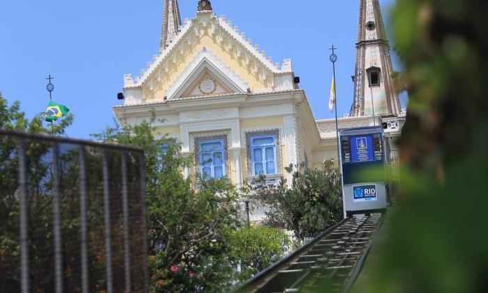 Trenzinho leva até a Igreja da Penha Foto: Urbano Erbiste / Agência O Globo