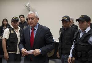 O agora ex-presidente guatemalteco Otto Pérez Molina é detido após audiência na capital Foto: Luis Soto / AP