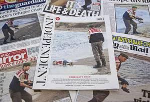 Flagra da morte do menino sírio foi destaque na imprensa dos principais países envolvidos na crise migratória Foto: JUSTIN TALLIS / AFP