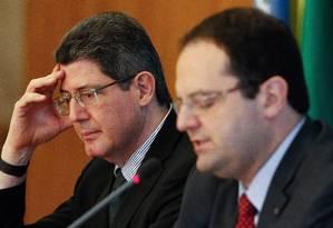 Os ministros Joaquim Levy (Fazenda) e Nelson Barbosa (Planejamento) Foto: André Coelho/31-08-2015 / Agência O Globo