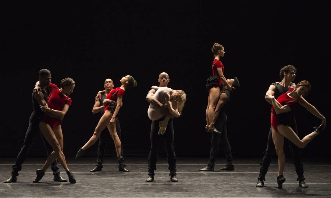 Cena de 'Dança sinfônica', do Grupo Corpo Foto: Divulgação/José Luiz Pederneiras
