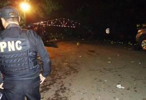 Cenário nas ruas de Santa Bárbara ficou marcado com cápsulas de bala, sangue e sujeira Foto: Reprodução