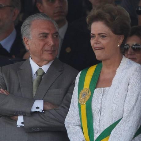 Presidente Dilma Rousseff ao lado do vice, Michel Temer, no desfile de 7 de Setembro em Brasília Foto: ANDRE COELHO / Agência O Globo