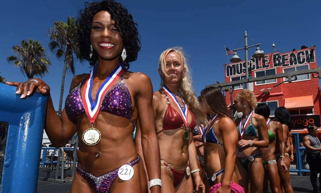 A competição de biquini de Venice Beach é uma das mais tradicionais dos Estados Unidos MARK RALSTON / AFP