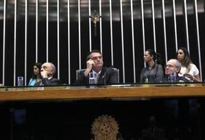 O deputado Jair Bolsonaro (PP-RJ) preside sessão no plenário da câmara em homenagem aos 70 anos de encerramento da participação da Força Expedicionária Brasíleira na 2ª Guerra Mundial Foto: Givaldo Barbosa / Agência O Globo