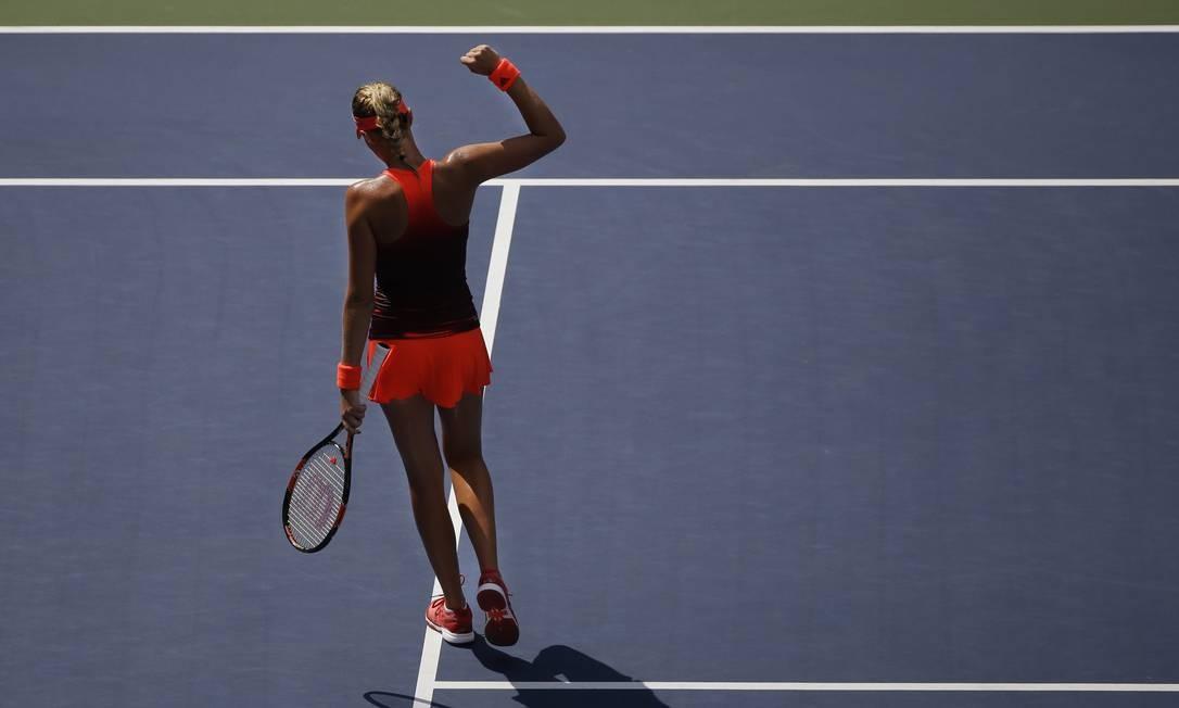 A francesa Kristina Mladenovic nas quartas de final Seth Wenig / AP