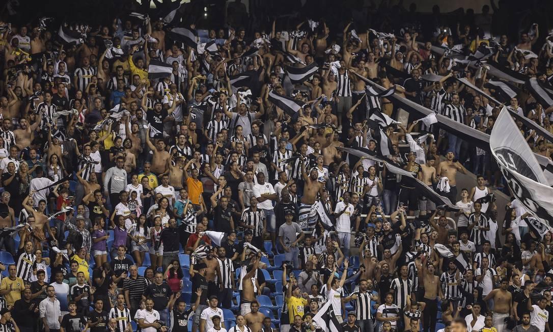 A torcida alvinegra em foto de arquivo Alexandre Cassiano / Agência O Globo